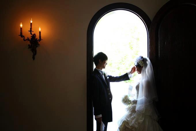 幸福的一對,在玫瑰教堂留下最美麗的回憶