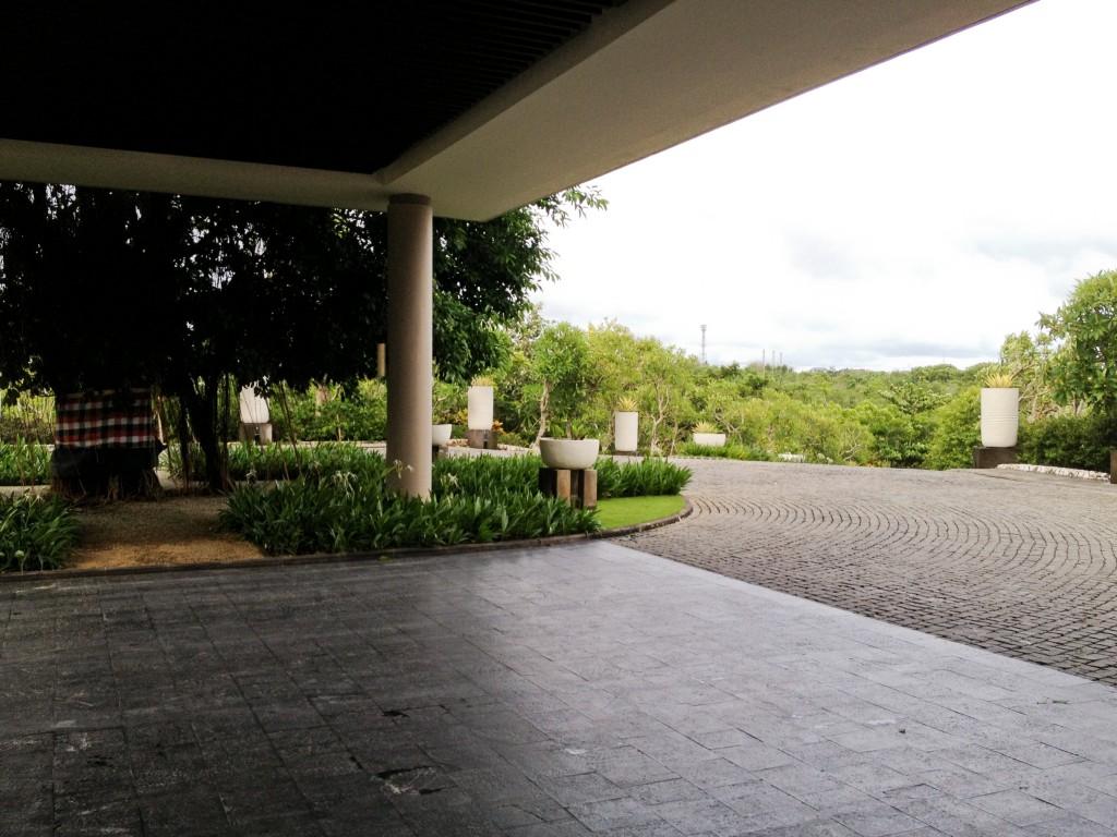banyantree-driveway